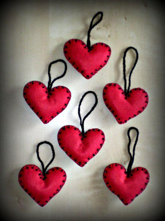 Handmade set of 6 red felt heartsornaments ideal by FeltQueen31, €24.00