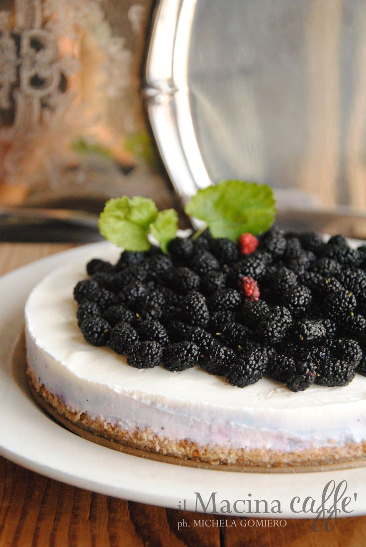 Torta fredda allo yogurt e more di gelso - Frozen yogurt cake with mulberry  http://ilmacinacaffe.blogspot.it/2017/07/torta-fredda-allo-yogurt-e-more-di-gelso.html