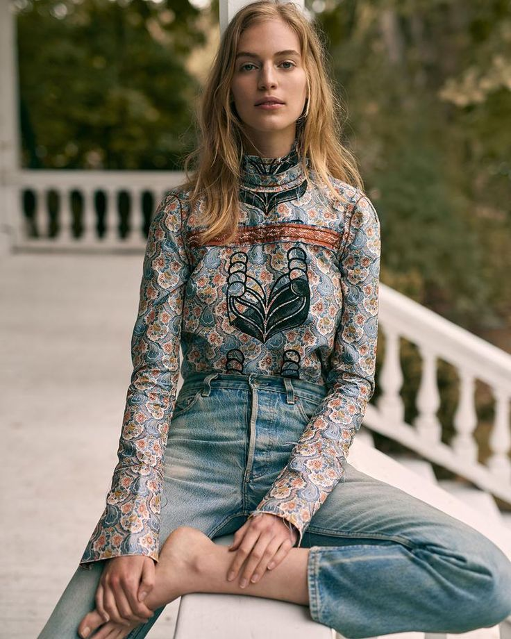 print high neck top & cropped vintage jeans #style #fashion