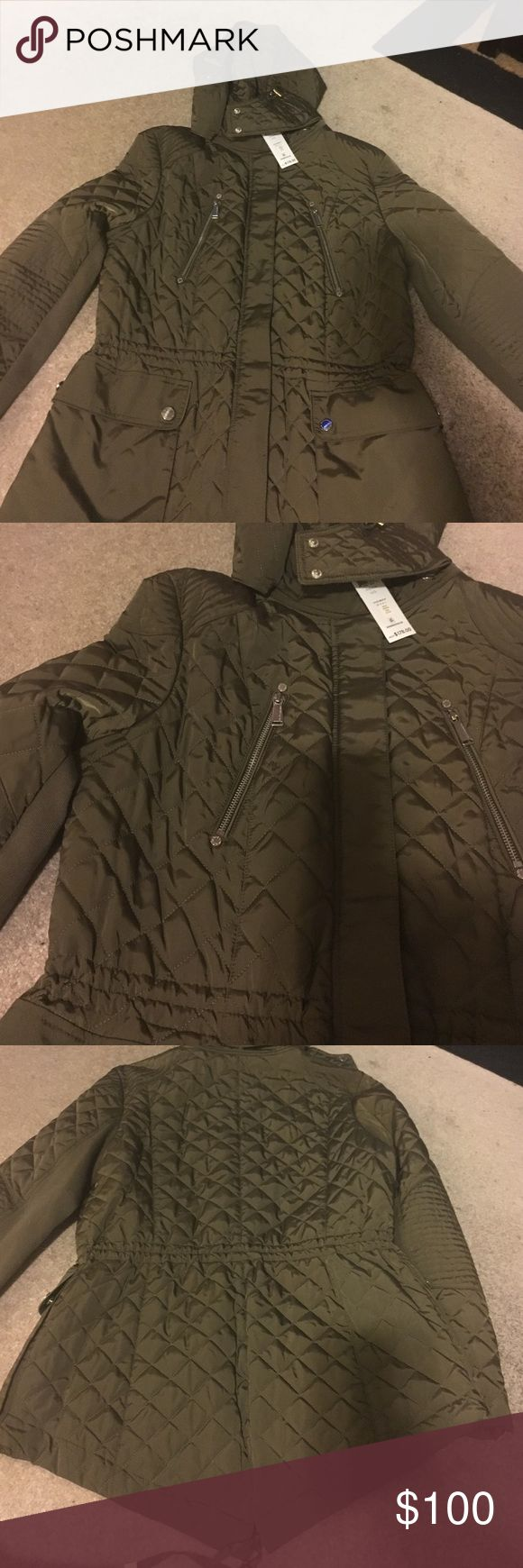 Women BCBGeneration Quilted Jacket BCBGeneration quilted jacket in Olive green. Size L. Very feminine! The back sleeve has sweater type. Has string to tighten around the waist. 4 pockets in front! Very cute BCBGeneration Jackets & Coats Utility Jackets