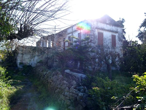 Partly ruined renovation property of approx 150m², comprised on two levels, and in need of major renovation.This Crete Property for sale stands on own land of approx. 1.700m², set in quiet location and in convenient distance to the main village square (1km)...