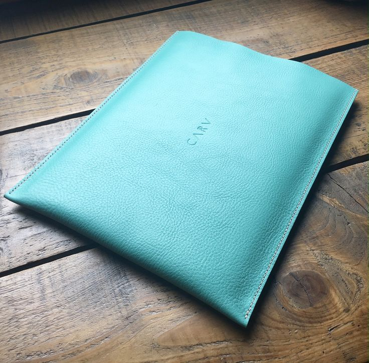 Feel stylish and great at work with this fine leather laptop case - bespoke made to measure.