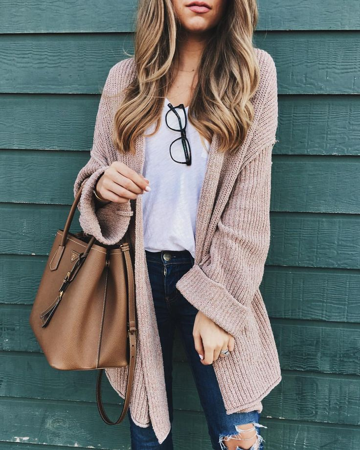 Oversized blush pink cardigan, white tee and ripped skinny jeans outfit