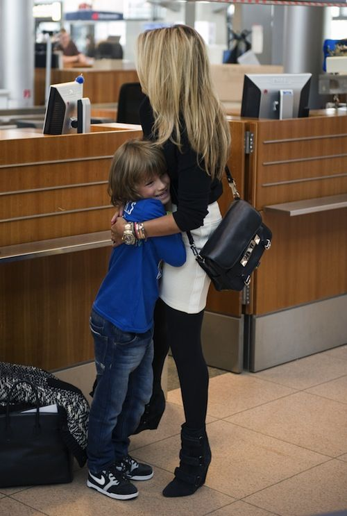 Sylvie van der Vaart, son Damian and nanny on the way to the autumn holidays.