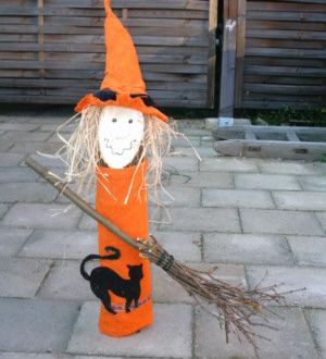 Halloween-Hexe aus Baumstamm - creadoo.com