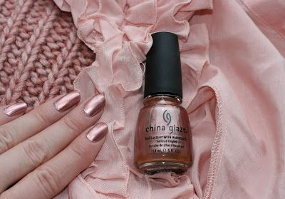 Pumpuli: China Glaze Poetic -kynsilakka