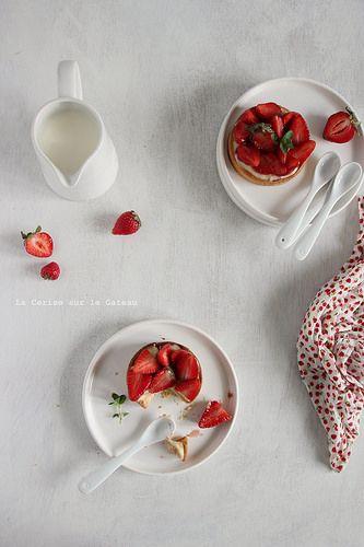 tart041 Tarte aux fraises (pâte sablée,aux amandes, crème légère à la vanille et fraises)