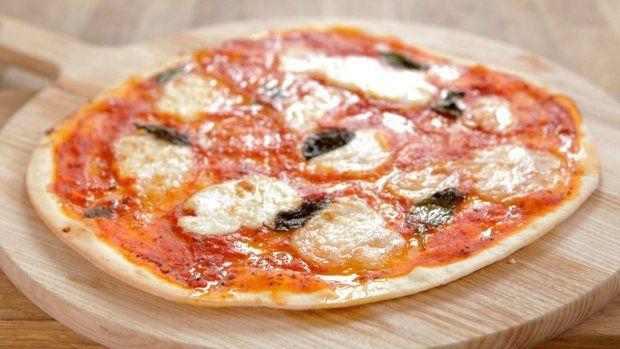 Pizzu jistě nemusíme vůbec představovat. Tento kulatý slaný koláč se stal symbolem italské kuchyně. Po celém světě existuje přemíra různých variant – od sladkých až po plněné, se silnou vrstvou těsta.