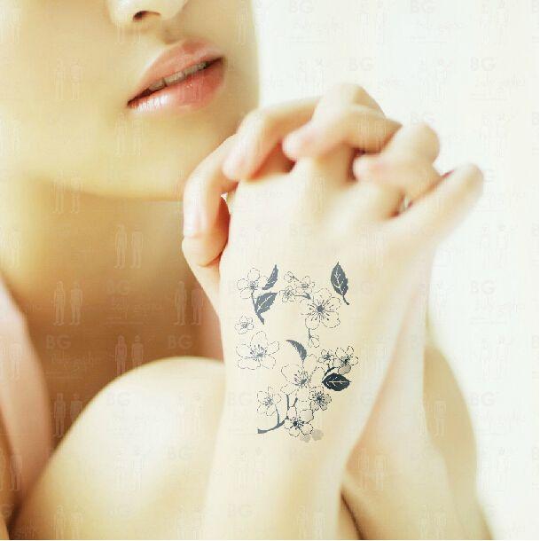 17 best ideas about tatouage fleur de cerisier on pinterest tatouage cerisier tatouages de. Black Bedroom Furniture Sets. Home Design Ideas