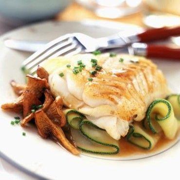 60 recettes légères et savoureuses à base de poisson : Filet de cabillaud aux girolles et courgettes