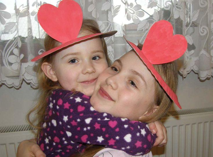 Vyrobte si s deťmi srdiečkový klobúčik na Valentína.