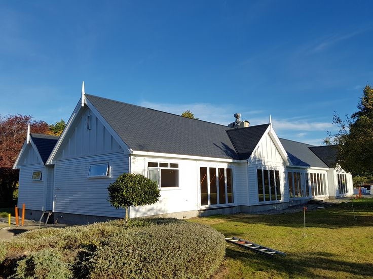 Lightweight roof tiles made out for 80% recycled materials - Viking EcoStar.