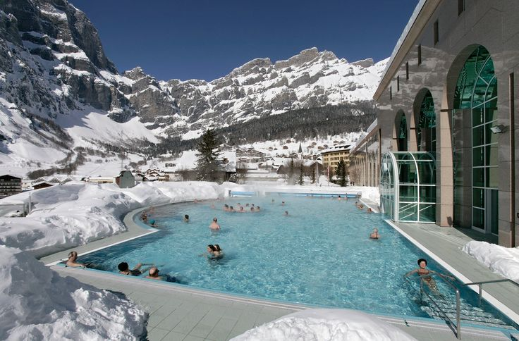 Che ne dite di un bel bagno termale a Leukerbad? #thermalhotels #terme #svizzera #winter #luigimasciotta