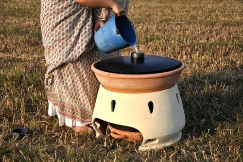 Un filtre a eau domestique solaire ! Eliodomestico, filtro de agua solar de terracota - Eliodomestico es un purificador solar de agua, capaz de potabilizar 5 litros de agua al día sin usar filtros ni electricidad, además de no requerir prácticamente mantenimiento.