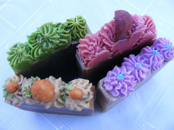 Gyümölcsszappanok: szilva, meggy, sárgabarack, és egy fenyő szappan