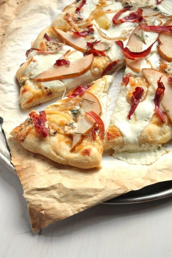 Proscuitto and Pear Pizza with Rosemary Olive Oil Pizza Dough #food #pizza