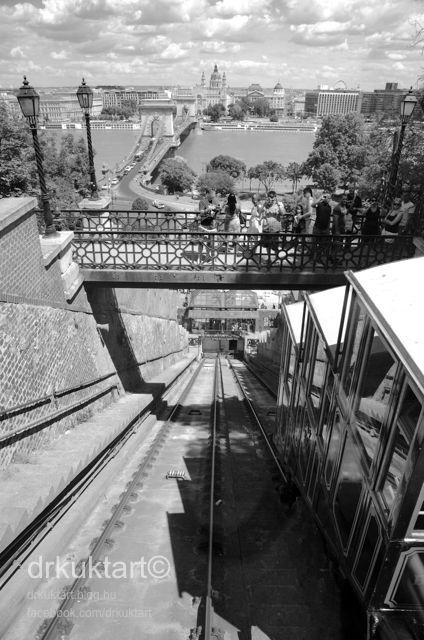 View from the funicular - Kilátás a siklóról More: http://drkuktart.blog.hu/2014/08/07/siklozz_mint_egy_turista_funicular_of_budapest