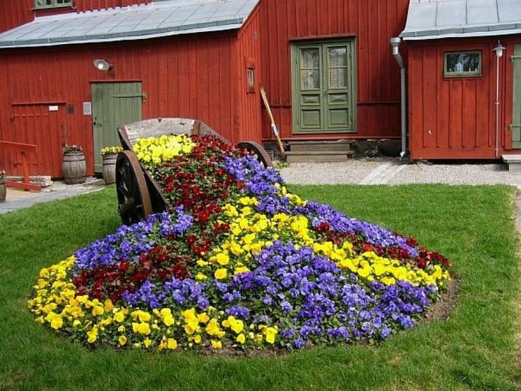 creative flower bed at the cottage