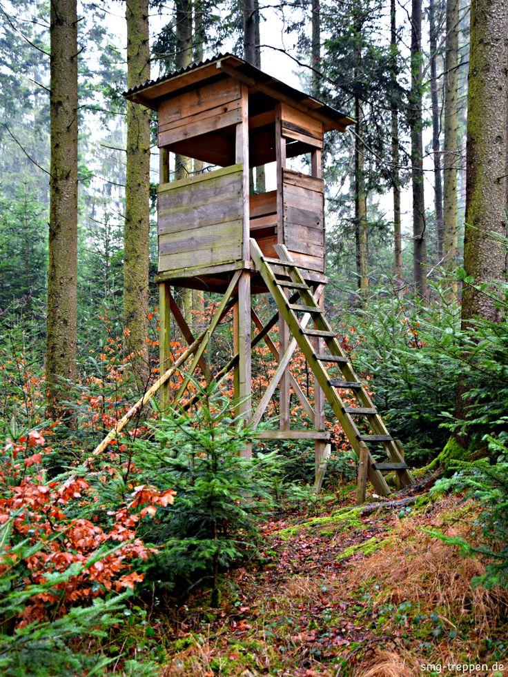 Hochsitztreppe - http://smg-treppen.de/hochsitztreppe/ Das ist des Jägers Ehrenschild, das er hegt und schützt sein Wild, Waidmännisch jagt wie sich's gehört, den Schöpfer im Geschöpfe ehrt. Wir ehren in gleicher Weise das handwerkliche Geschickt der Waidmänner mit der sie die Hochsitze bauen, um das Wild und die Natur zu beobachten. Bis auf ei...