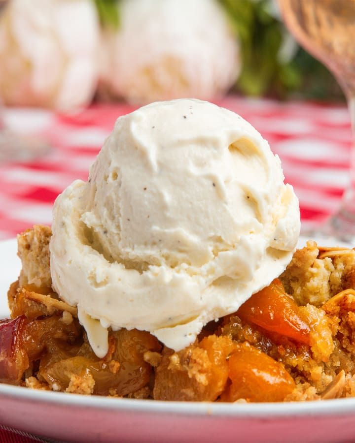 Servings: 8INGREDIENTS4 cups chopped peaches½ cup sugar1 tablespoon cornstarch¼ cup lemon juicePinch of salt1 box vanilla cake mix1 cup sliced almonds½ cup butter, cut into slicesPREPARATION1. Preheat your oven to 350ºF/180ºC.2. In a cast-iron skillet over medium-low heat, add the peaches, sugar, cornstarch, lemon juice, and salt. 3. Mix to combine and stir for 5-10 minutes until the mixture starts to thicken.4. Let simmer for 5 minutes on low heat.5. Sprinkle the box cake mix over the…