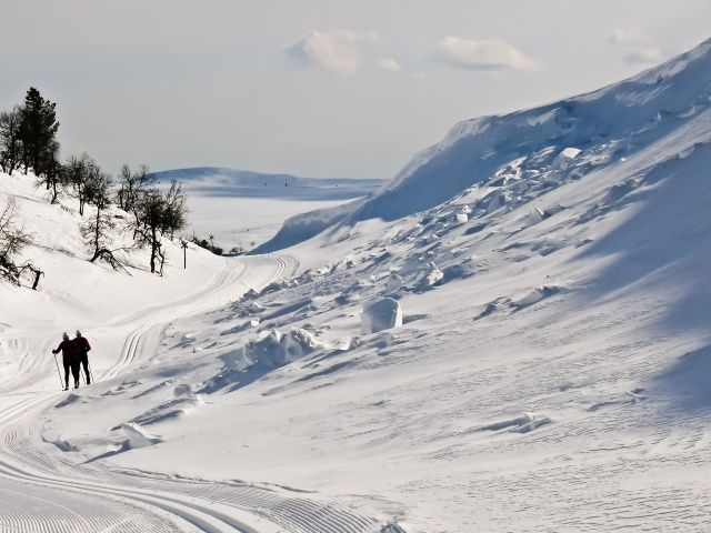 Hetta-Pallas -Cross-country skiing route's mightiest landscapes are in fell tundra, between Sioskuru (gorge)and Hannukuru. Pallas-Yllästunturi National Park, Lapland of Finland - Hetta-Pallas-hiihtoreitin mahtavimmat maisemat ovat tunturiylängöllä Sioskurun ja Hannukurun välillä. Photo: Joutava / Luontoon.fi