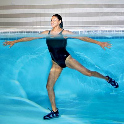 """Side leap: This 10-minute water workout will have you saying """"so long"""" to saddlebags!"""