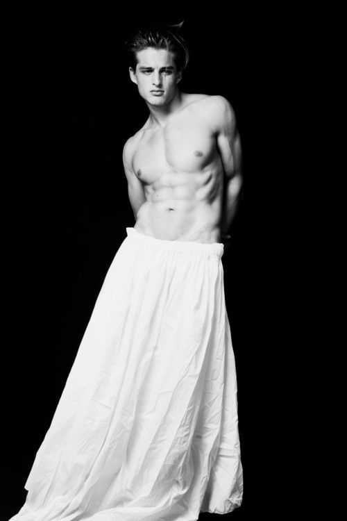 whitewomen-bohemian-men-nude-shemale