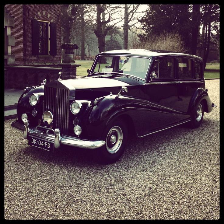 Voormalige Rolls Royce van Koningin Juliana op bezoek bij Kasteel Keukenhof. Prachtig!