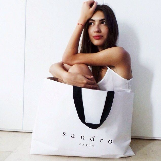 The beautiful blogger Patricia Manfield from the blog The Atelier by Patricia Manfield & Giotto Calendoli in a hurry for the #SandroOpening #SandroMilan