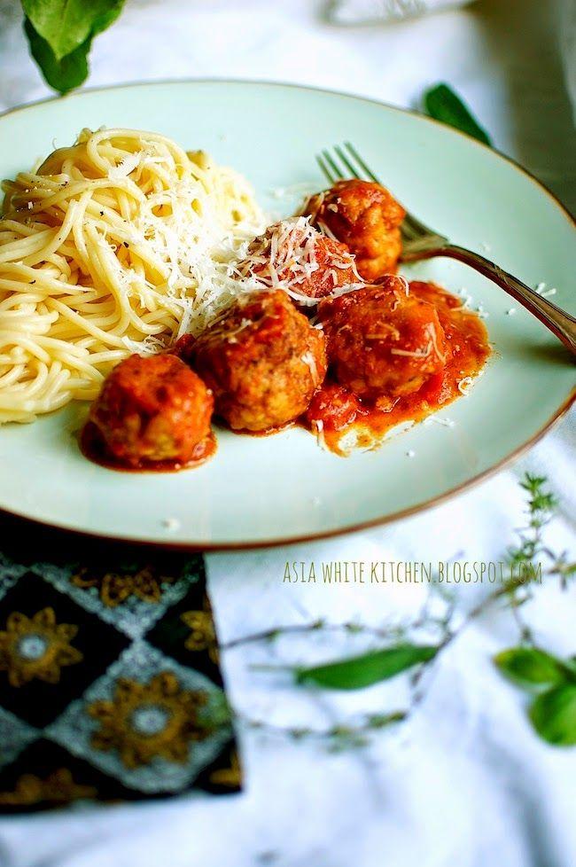 Asia's White Kitchen: Pulpeciki w sosie pomidorowym