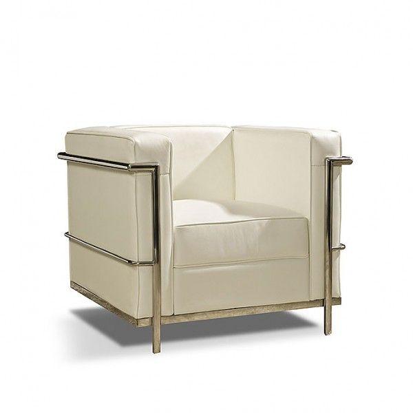 Sillón de estructura de acero tubular cromado y tapizado de piel blanca. Pertenece a los clásicos del mobiliario modernista del s. XX.