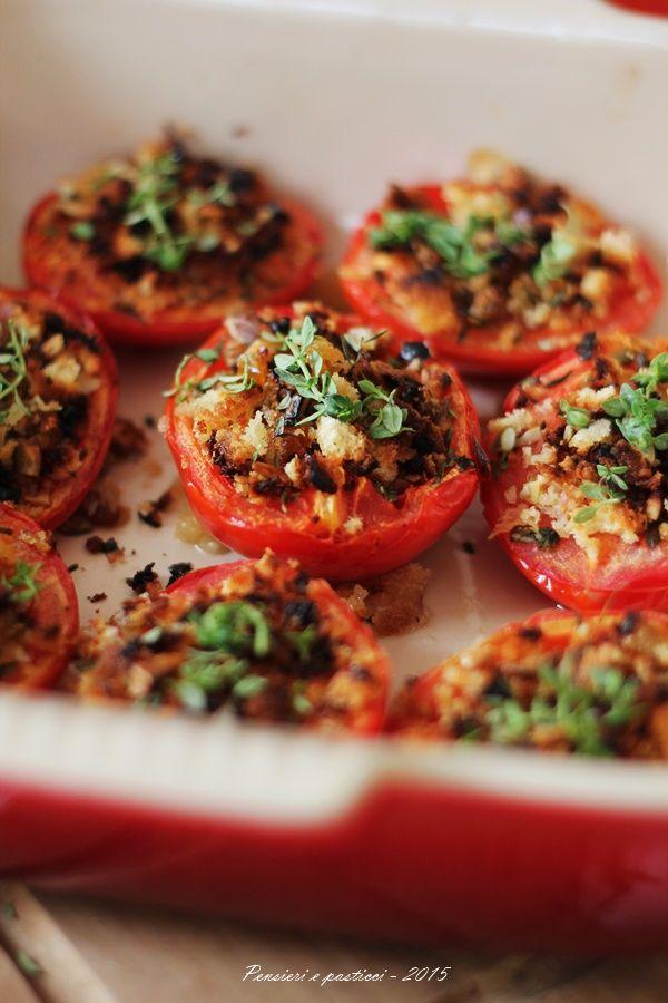 Pomodori gratinati con crumble croccante   pensieri e pasticci