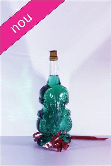 Sticla 1,5 L Violino, cu o forma deosebita si eleganta, este foarte utila pentru a fi oferita ca si marturie de nunta.