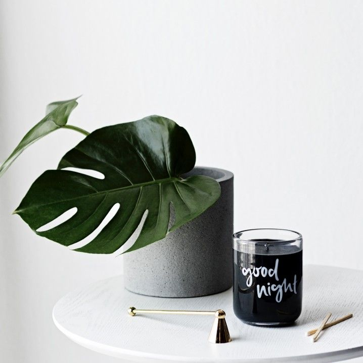 Zakkia's natrual concrete pot now comes in a large size perfect for fitting larger plants.  This pot is also waterproof so it works great as a vase too!   Size: Height 19.7cm x Width 20cm  Material: Polystone/sandpowder/concrete mix, with black pigments mixed into the concrete  Please note: This pot does not have a drainage hole.