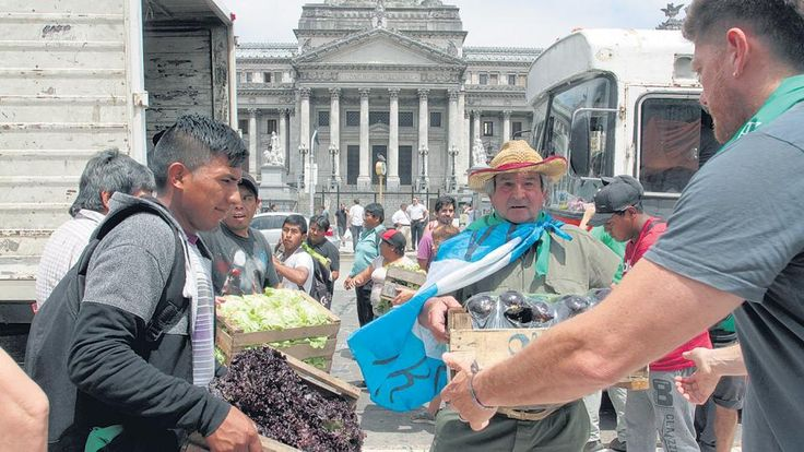 Pequeños productores argentinos  entregaron verdura gratis a jubilados