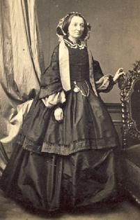 1861-1865 Older lady's 2-tiered day dress with wide 2-tiered sleeves on bodice, undersleeves & headwear.