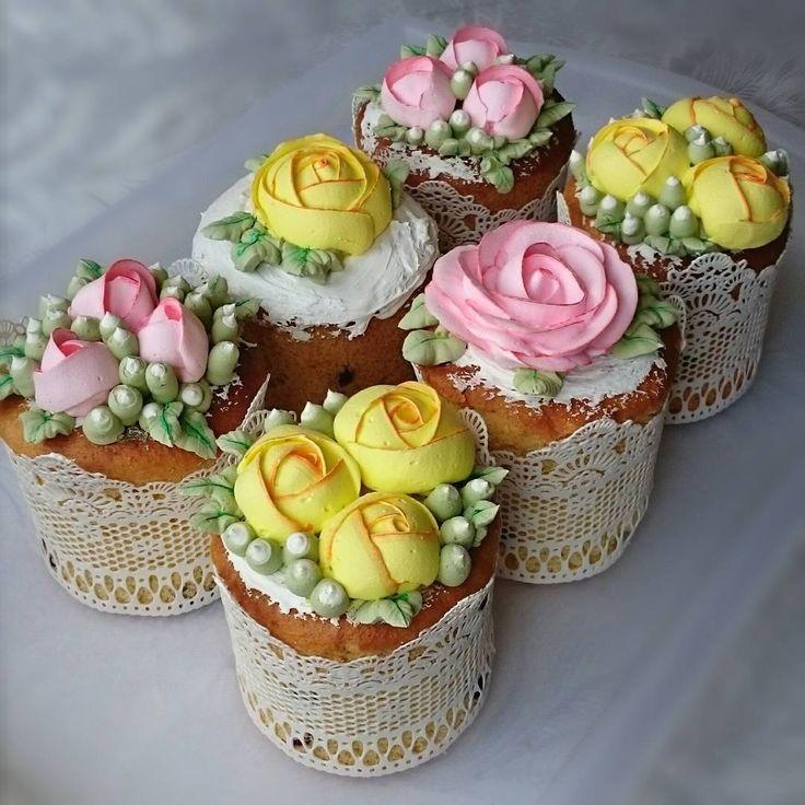 50 отметок «Нравится», 18 комментариев — Svetlana (@krasi_lnikova) в Instagram: «На куличах ажурное сахарное кружево, кремовые цветы из швейцарской меренги »