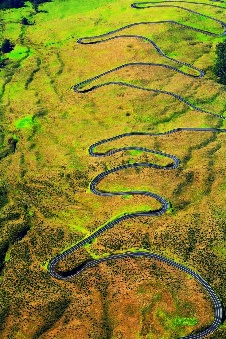 古代ハワイ人が聖地として崇めた山を登る道、ハレアカラハイウェイ。マウイ島旅行の観光アイデアまとめ。