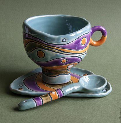 Купить или заказать Чайная пара с ложечкой 'Жадеит' в интернет-магазине на Ярмарке Мастеров. Чашка, блюдце и ложка ручной лепки из белой глины. Чашка - на высокой ножке-подставочке, блюдечко сглаженно-треугольной формы. Внутри чашки - нежная пастельно-зеленая блестящая глазурь. С внешней стороны - зеленый жадеит сочетается с оранжево-янтарной и чароитно-фиолетовой глазурью. Такой вот полудрагоценно-поделочно-каменный комплект.