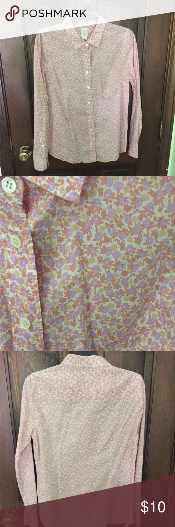 Jcrew button down ladies oxford This is a lightweight floral oxford from JCrew.  In excellent, rarely worn shape.  It is a size 10, but I wear a medium for reference too and it fits perfectly.  I'm just doing a closet clean out. J. Crew Tops Button Down Shirts