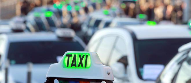 Lesecrétaire d'État aux Transportscherche à tout prix à sortir de la crise qui oppose les taxis aux VTC depuis de nombreux mois.