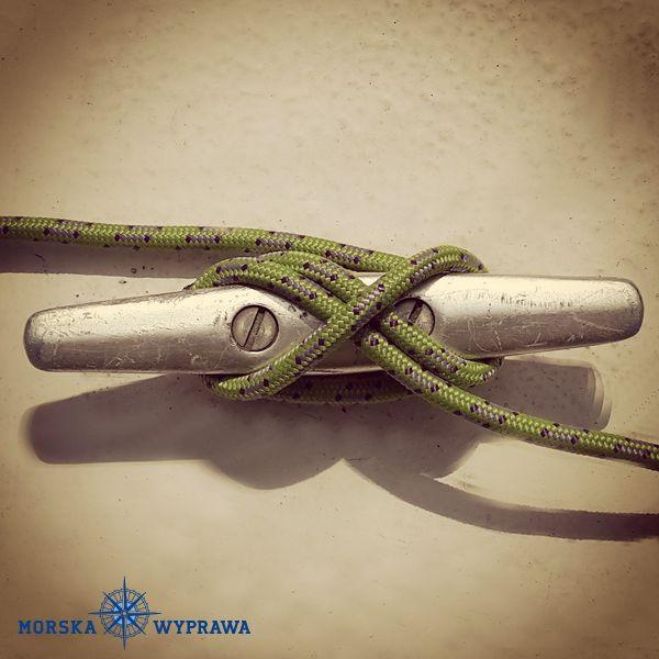 węzły żeglarskie - knagowy - stosuje się do mocowania lin na: knagach, podwójnych polerach