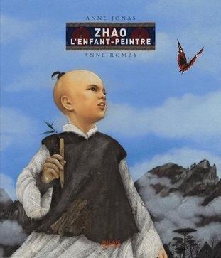 JONAS Anne Zhao l'enfant-peintre Éd. Milan, 2007. Zhao n'est pas comme les autres enfants de son village.  Zhao, celui qui ne grandit plus, celui dont on ignore pourquoi il est venu au monde. Pourtant, quand le malheur s'abat sur l'empire du milieu, lui seul incarne l'espoir. Car Zhao a un don extraordinaire : quand il dessine, tout devient possible. Apprivoiser un tigre, rencontrer l'empereur, chevaucher un dragon et même donner vie à la légende...