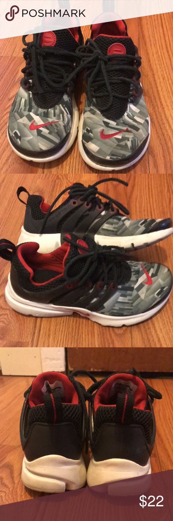Boys Nike Presto sneakers Boys Nike Presto sneakers. Good condition just need to be washed. Nike Shoes Sneakers