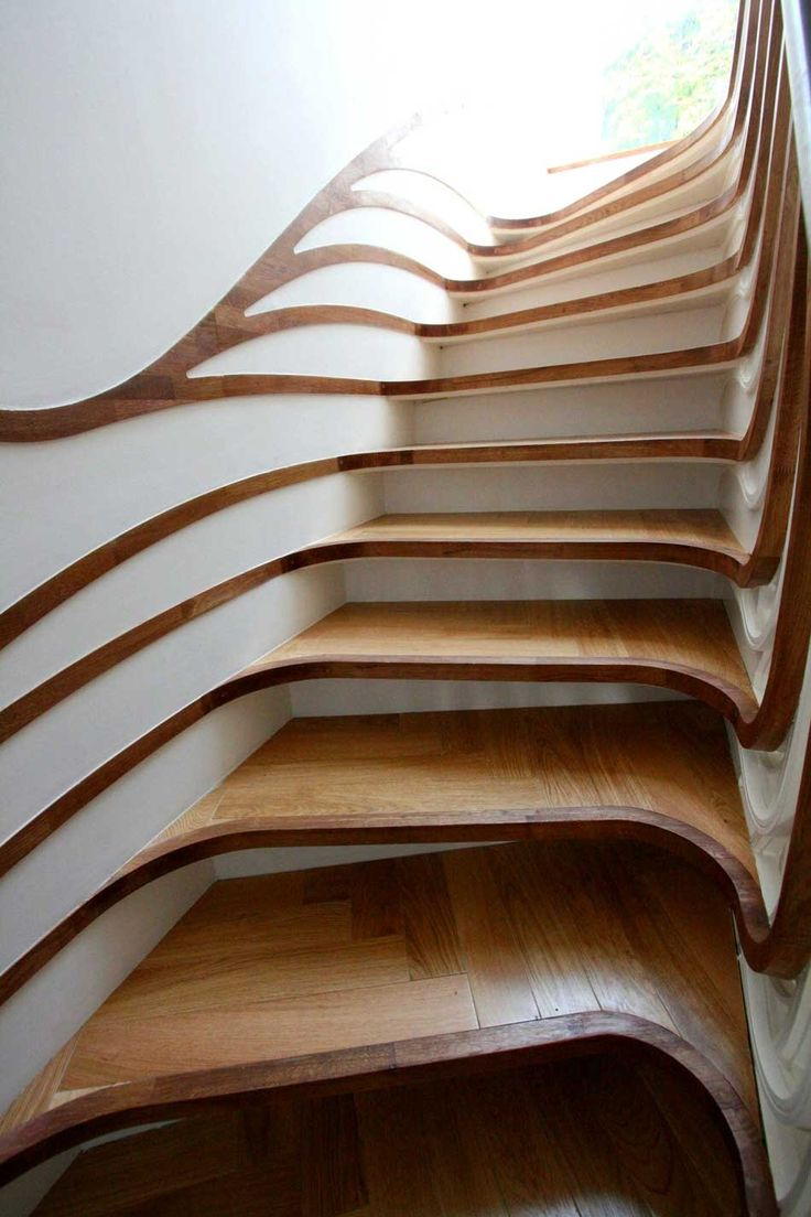Biomorphic wood stairs