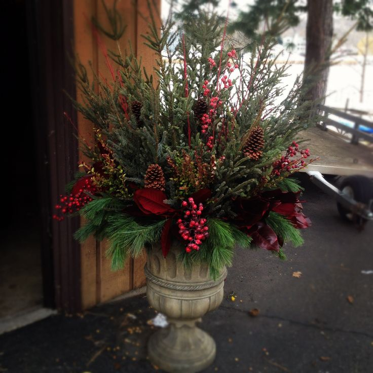 25 Best Ideas About Outdoor Christmas Trees On Pinterest: 25+ Best Ideas About Christmas Urns On Pinterest