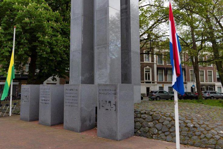 Den Haag staat stil bij Dodenherdenking 2017. De Tweede Wereldoorlog liet diepe sporen na in Den Haag. De joodse bevolking werd gedeporteerd. De stad werd gebombardeerd, woningen werden gesloopt en in het laatste oorlogsjaar raakte de stad volledig in verval. Voor de oorlog was er een grote joodse gemeenschap van ongeveer 17.000 joden in Den Haag. Ruim 14.000 van hen werden gedeporteerd. Ongeveer 10.700 Haagse joden, waaronder 1.700 kinderen zijn in concentratiekampen vermoord.