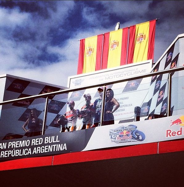 Podio español en #termasderiohondo aquí la foto de Marc Márquez  2-Pedrosa 3-Lorenzo @MERC #argentina