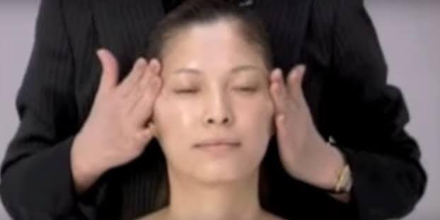 Es dauert nur 2 Wochen, um 10 Jahre jünger auszusehen - dank dieser japanischen Massage. | LikeMag | We Like You