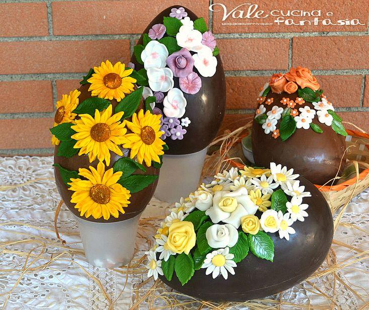 Uova di Pasqua decorate con fiori in pasta di zucchero
